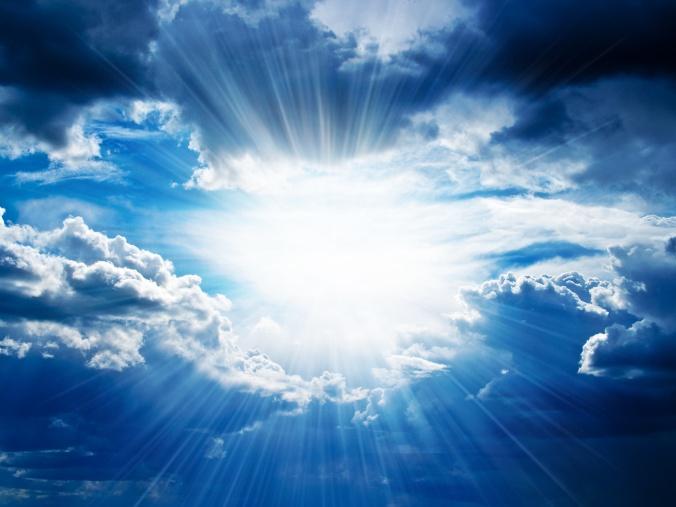 Rayos de sol atraviesan las nubes