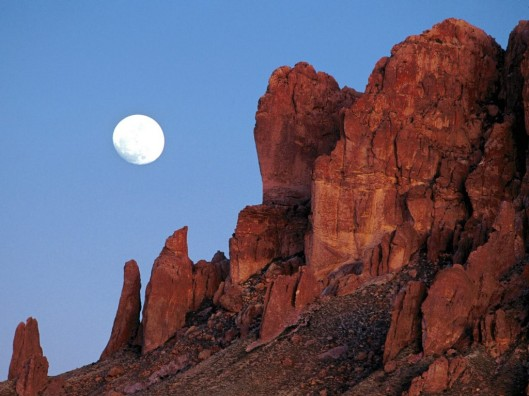 superstition_mountains__praying_hands_formation_canyon